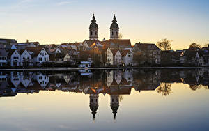 Картинка Германия Озеро Здания Церковь Отражение Bad Waldsee Города