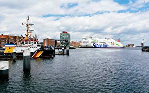 Фотографии Германия Причалы Дома Корабли Круизный лайнер Заливы Kiel port