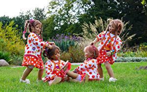 Фото Германия Парки Кукла Девочки Траве Grugapark Essen германия