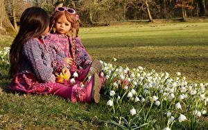 Фотографии Германия Парк Ландыши Куклы 2 Девочка Очков Grugapark Essen