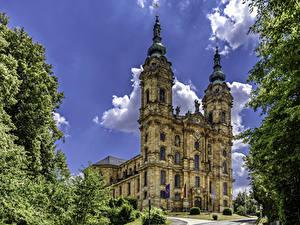 Фотографии Германия Храмы Церковь Флага Ветки Basilika Vierzehnheiligen Города