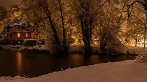 Фото Германия Зимние Здания Вечер Речка Снег Деревья Cunewalde Природа