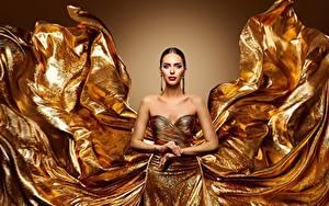 Фотографии Золотые Платья Мейкап Рука девушка