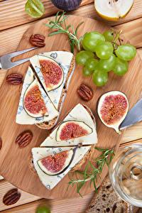 Обои Виноград Сыры Инжир Орехи Разделочной доске Продукты питания