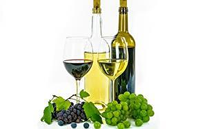 Фотография Виноград Вино Бутылка Бокалы Белый фон