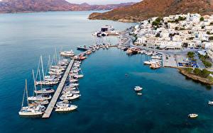 Картинки Греция Здания Пирсы Катера Яхта Заливы Сверху Adamas. Milos