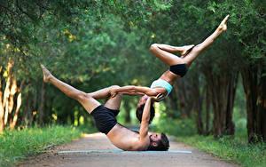 Фотографии Гимнастика Мужчины 2 Шатенка Физические упражнения Ноги Руки Спорт Девушки