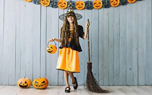 Фото Хэллоуин Тыква Ведьма Девочка Униформе Улыбка Косплей Дети