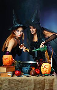 Обои для рабочего стола Хэллоуин Тыква Ведьма Двое Шляпе Рука Бутылка Девушки