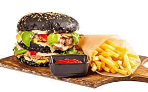 Картинка Гамбургер Картофель фри Булочки Котлета Белом фоне Разделочная доска Кетчуп Продукты питания