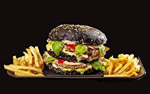 Обои Гамбургер Картофель фри Котлеты Черный фон Черный