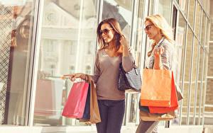 Обои Сумка 2 Улыбка Очки Покупки Девушки