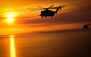 Картинка Вертолеты Рассветы и закаты Солнца Силуэт Sikorsky CH-53 Авиация