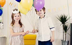 Картинки Праздники Мальчики Девочки 2 Воздушный шарик Ребёнок