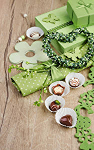 Обои Праздники Конфеты Подарки Сердечко Пища