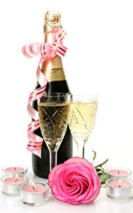 Картинка Праздники Шампанское Розы Свечи Белый фон Бутылка Бокалы Розовый Лента Еда