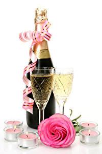 Картинка Праздники Шампанское Розы Свечи Белый фон Бутылки Бокал Розовых Лента Еда