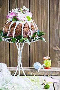 Картинки Праздники Пасха Выпечка Кулич Розы Доски Яйцами Дизайна Продукты питания