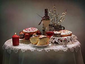 Фото Праздники Пасха Натюрморт Вино Свечи Кулич Яйцо Стола Бутылка Бокалы Пища