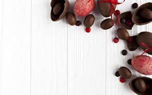 Фотография Праздники Пасха Сладости Шоколад Доски Яйца Еда