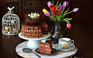 Фотографии Праздники Пасха Тюльпаны Торты Кофе Яйцо Вазы Гнезда Чашке Ложка Пища