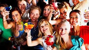 Фотографии Праздники Мужчины Люди Блондинка Бокалы Улыбка Радость Девушки