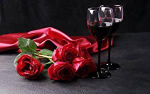 Фотографии Праздники Розы Вино Красный Бокалы Цветы Еда