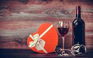 Обои Праздники Вино Доски Подарки Бутылка Бокалы Продукты питания