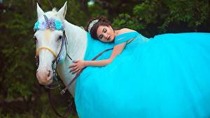 Фото Лошади Единороги Платье Животные Девушки