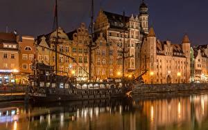 Фотография Здания Гданьск Польша Корабли Парусные Ночь Водный канал Old Town Motława River
