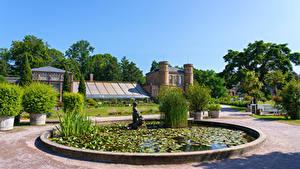 Фотографии Дома Скульптура Фонтаны Сады Германия Кустов Botanischer Garten Karlsruhe Природа