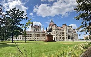 Обои для рабочего стола Венгрия Будапешт Дома Облачно Hungarian Parliament город