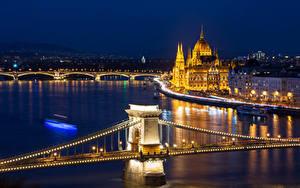 Обои Венгрия Будапешт Здания Реки Мосты В ночи Уличные фонари Гирлянда
