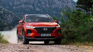 Фото Hyundai Спереди Красная Движение CUV Santa Fe, 2018 машины