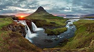 Картинка Исландия Рассветы и закаты Водопады Горы Пейзаж Речка Трава Природа