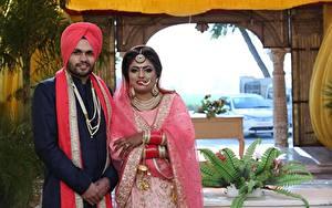 Картинка Индийские Мужчины Свадьбы Вдвоем Жениха Невеста Девушки