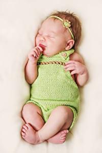 Картинка Грудной ребёнок Спят