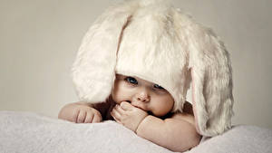 Фото Младенцы Шапки Смотрит