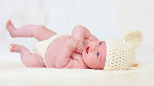 Фото Младенца В шапке