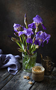 Фото Ирисы Кофе Доски Чашка Сахар Цветы