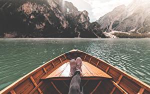 Картинка Италия Лодки Озеро Гора Ног Ботинка Lake Braies