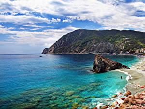 Фотография Италия Берег Гора Камни Лигурия Облако Природа