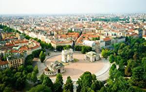 Обои для рабочего стола Италия Здания Городская площадь Деревья Сверху Milan Города