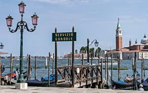 Обои для рабочего стола Италия Пристань Уличные фонари Башни Венеция Города
