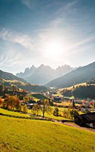 Фотографии Италия Горы Осень Леса Долина Деревня Солнца Val Gardena, Ranui Природа