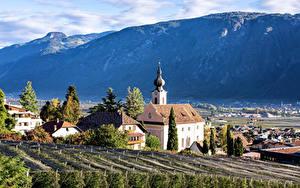 Обои Италия Гора Церковь Дома Альпы Nalles Природа
