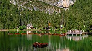 Фото Италия Гора Озеро Лодки Церковь Lake Braies