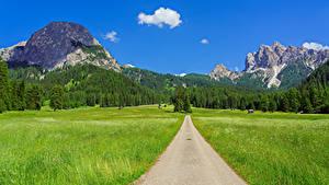 Обои Италия Горы Дороги Поля Пейзаж Альпы Trentino-Alto Adige
