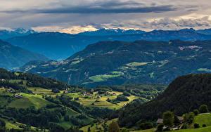 Фотография Италия Пейзаж Горы Лес Поля Облачно Ritten Природа