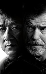Фото Jackie Chan Мужчины Pierce Brosnan Иностранец 2017 Двое Черно белое Лицо Фильмы